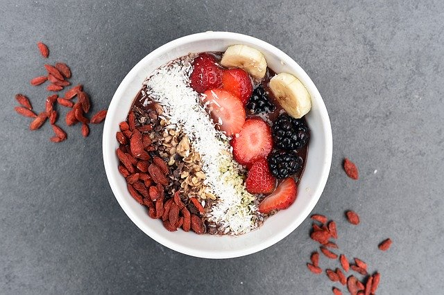 granola s ovocem