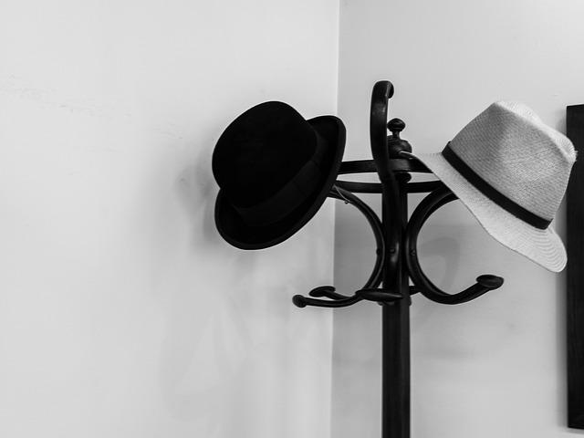 věšák s klobouky.jpg