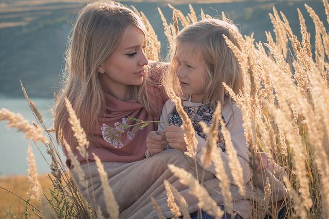 blonďatá máma a dcera