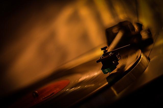 Gramofon s vinylovou deskou